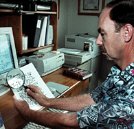 Photo of Hayes examining ransom note in JohBenet Ramsey murder case